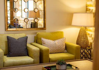 advantage-lounge-sitting-area2